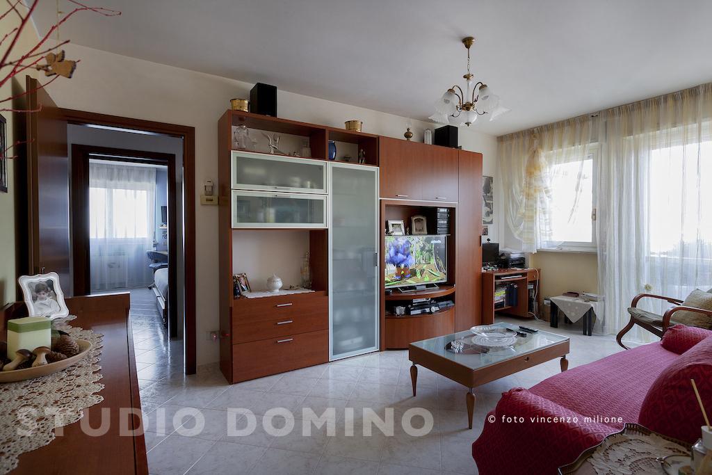 Trilocale con box e cantina in vendita a Melzo (MI), ultimo piano.